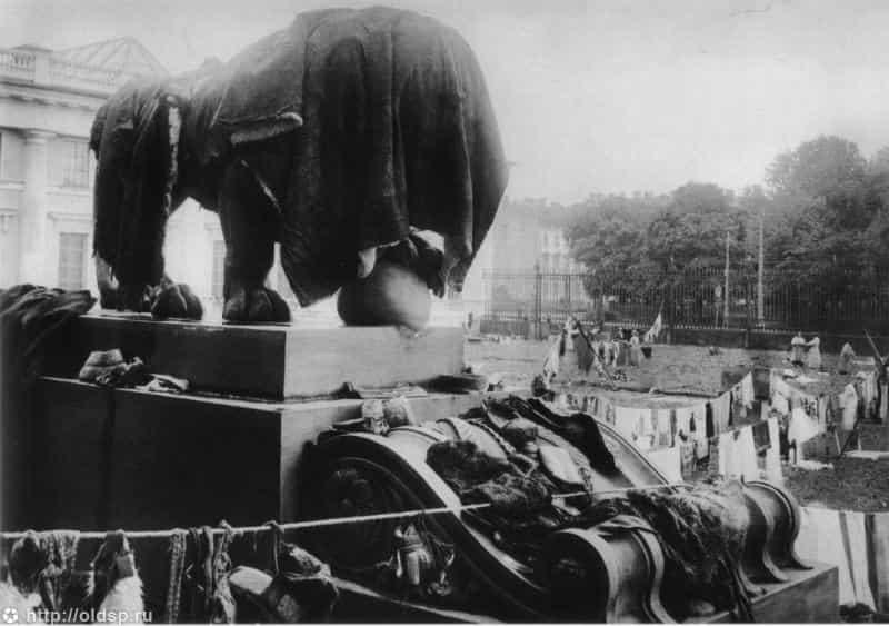 russkiy-muzey-navodnenie-1924-min